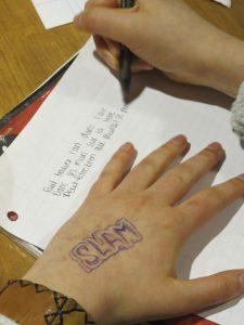 Mains qui écrit