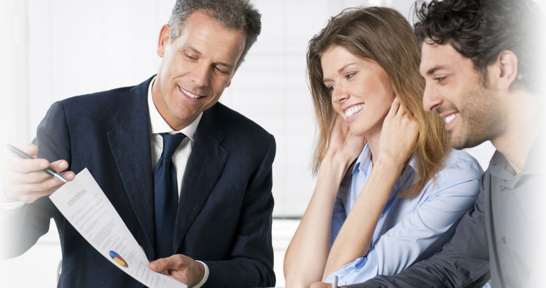 Agent service la client le domaine financier aec for Domon service a la clientele