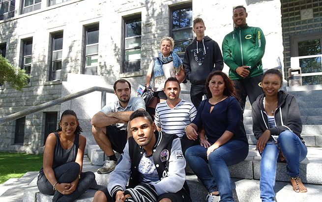 Photos étudiants internationaux dans les marches du Cégep